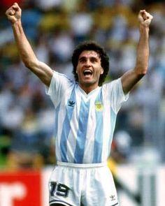 Óscar Ruggeri selección argentina 1990 Rugby, Fifa, Argentina Football Team, Mexico 86, As Roma, World Football, Football Players, Real Madrid, Champion
