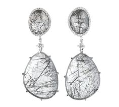 Lovely unique earrings with a little bit of black.  Oorbellen. Earrings #Oorbellen #Earrings #Juwelen #Jewelry #LillyZeligman  www.lillyzeligman.com