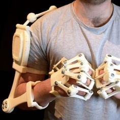 Alex Czech's 3D Printable Exoskeleton Hands are Now Extended to Full Arms http://3dprint.com/75997/3d-printed-exoskeleton-arms/