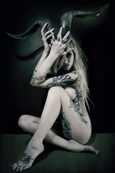 love the use of horns, and the way it works with the hair, Sarah Fabel by Raw Bones Photography Vampires, Girl Tattoos, Tattoos For Women, Tattoo Guys, Tattooed Women, Sara Fabel, Cervena Fox, Angels And Demons, Dark Beauty