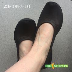 """Buto """"bezszwowe"""" Arcopedico co sprawia, że obuwie świetnie sprawdza się u osób, które mają problemy z odciskami, zniekształconymi palcami, haluksami. Buty polecane diabetykom. Clogs, Slippers, Fashion, Clog Sandals, Moda, Fashion Styles, Slipper, Fashion Illustrations, Flip Flops"""