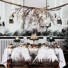 Welkom aan onze feestelijke tafel! Versier uw stoelen met een leuk extraatje. Deze engelenvleugeltjes doen zeker heel wat gasten fladderen van plezier!