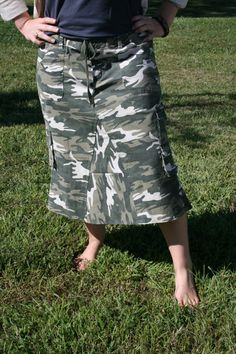 Us girls from the north just love camo.:) Ladies Below Knee Camo Skirt Size 12 by whimsicaljeansnsuch Military Inspired Fashion, Camo Fashion, Military Fashion, Military Style, Modest Skirts, Modest Outfits, Cute Outfits, Modest Clothing, Long Denim Skirt Outfit