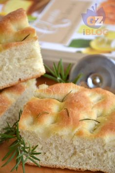 soon focaccia made vert Focaccia Pizza, Love Pizza, Antipasto, Artisan Bread, Food Humor, Dinner Rolls, Italian Recipes, Love Food, Food To Make