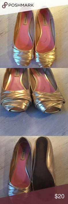 Steve Madden, gold size 8 flats Peep toe gold flats. Steve Madden, size 8. Steve Madden Shoes Flats & Loafers