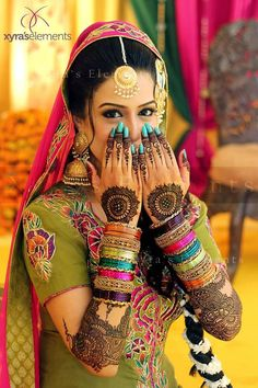 Beautiful Mehendi Designs for 'Your Special Occasion' Find Professional Mehndi… Saris, Bridal Mehndi Designs, Mehandi Designs, Pakistani Bridal, Indian Bridal, Punjabi Bride, Bollywood Sari, Bollywood Style, Indian Dresses