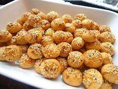 Baharatlı Tuzlu Kurabiye Tarifi Pastry Recipes, Cookie Recipes, My Favorite Food, Favorite Recipes, Healthy Recepies, Savory Pastry, Pizza, Our Daily Bread, Turkish Recipes