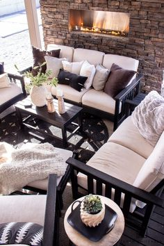 Spring Decor Ideas - Taryn Whiteaker Cool Diy Projects, Home Projects, Exterior Painters, Deck Makeover, Privacy Walls, 1 Live, Outdoor Furniture Sets, Outdoor Decor, Outdoor Ideas