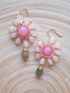 Primrose flower wire wrap dangle drop earrings pink gray Beaded Earrings, Earrings Handmade, Handmade Jewelry, Unique Jewelry, Etsy Handmade, Handmade Items, Original Gifts, Boutique Etsy, Jewelry Crafts