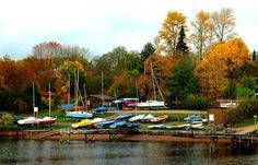 Auch die Boote haben Ruh, ... halten Winterschlaf, bald friert auch der See dann zu, schlecht für`n Fotograf.  :-)