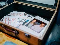 Cápsulas do tempo fotográficas no seu casamento: imortalize os votos dos convidados
