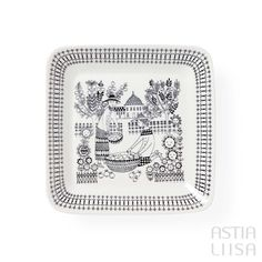 Arabia Emilia Platter, designed by Raija Uosikkinen. Find out more about Nordic vintage from Finland on our website 🔎 www.astialiisa.com⠀  🌍 Free shipping on orders over 50 €!  #raijauosikkinen #arabia #arabiafinland #scandinavianvintage  #finnishvintage #nordicvintagehome #finnishhomes #nordichome #nordichomes #nordicdishes #nordicvintage #vintagedishes #retrodishes #uosikkinen #Finnishdesign #retrocups #coffeecup #Scandinaviandesign #emilia #plate