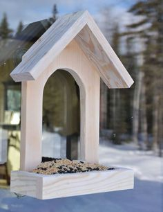 window bird feeder made of scrap wood (plans at ana white) Wooden Bird Feeders, Diy Bird Feeder, Best Bird Feeders, Bird House Plans, Bird House Kits, Ana White, Bird Feeder Plans, Homemade Bird Feeders, Bois Diy