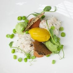 Sweet pea mousse with crab and cicely, mango and dashi sorbet | FOUR Magazine