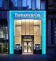 Tiffany OFF! Tiffany Co Melbourne where my engagement ring and wedding band came from :) Design Exterior, Facade Design, Jewelry Store Design, Jewelry Shop, Retail Facade, Facade Lighting, Luxury Store, Luxury Blog, Shop Fronts