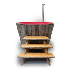 KELO hot tubs are handmade from centuries-old dead pinewood. In Finland, Kelo wood is considered the king of woods.