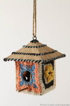 i'm in granny square hell right now! - Granny square birdhouse - this one is from Anthropologie, click through to see DIY version Crochet Birds, Crochet Crafts, Crochet Projects, Yarn Projects, Arts And Crafts, Paper Crafts, Diy Crafts, Bird Houses Diy, Crochet Granny