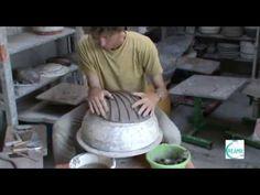 Formation de poterie : estampage d'une bosse en forme de coquille st jacques - YouTube