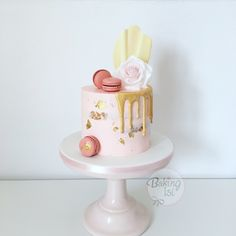 Naked cake, semi naked, gold, drip, Macarons, Waferpaper