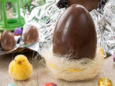 L'uovo di Pasqua al cioccolato al latte è una preparazione perfetta per il periodo pasquale, degna dei migliori maestri pasticceri