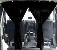 Passend für VW T Transporter &Caravelle & Multivan Abtrennung zwischen Fahrerhaus und Kabine. 2x Gardinen in Schwarz. Zur Auswahl haben Sie in Grau. >der Fensterform angepasst<. >auch bei geöffnetem Fenster verwendbar<. | eBay!