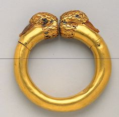 Achaemenid (First Persian Empire) | Gold Bracelet with Inlaid Termini in the Form of Duck's Heads | Gold with lapis lazuli, agate, and carnelian inlay | ca. mid-6th-4th century B.C.E. | ©Text and image from the website of the Miho Museum.