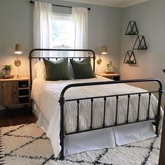 Sharing another progress pic of our guest room cause. THOSE NIGHTSTANDS, you guys! They are the perfect combination of modern and rustic - And with the touch of greenery. Now I'm on the hunt Home Bedroom, Bedroom Decor, Tiny Master Bedroom, Guest Room Decor, Guest Bedrooms, Small Apartment Bedrooms, My New Room, Cheap Home Decor, Home Remodeling