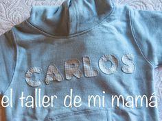 Sudadera con capucha en azul celeste con nombre bordado a mano