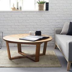 La table basse est une des pièces maitresses du salon. La table basse se doit d'attirer le regard et de séduire au premier coup d'oeil. C'est bien le cas avec cette table basse ronde en bois, fabriquée en mindy : on craque pour son style, sa ligne légère et épurée. Aussi jolie que pratique, cette table basse au design d'inspiration nordique se veut authentique et trendy ! CARACTERISTIQUES : Couleur : Mindy nature.lDiamètre : 100 cm. Hauteur : 40 cm. Poids : 20 kg. Matière : M...