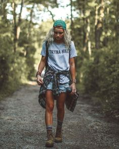 Totally Inspiring Hipster Outfits Ideas For Women Cute Camping Outfits, Cute Hiking Outfit, Trekking Outfit, Summer Hiking Outfit, Camp Outfits, Hiking Boots Outfit, Camping Outfits For Women Summer, Rock Outfits, Indie Outfits