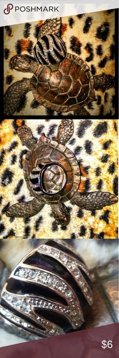💖✨RING✨💖 Black enameled bubble ring embellished with ✨ rhinestone stripes that create a subtle zebra pattern. Base metal. Size 9. Like❗!🆕!❗Look for coordinating sister ring in another listing! From a 🚭🆓🏡 Jewelry Rings