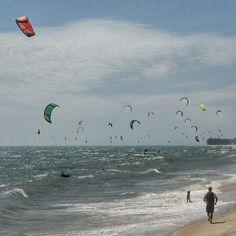 Can u #spot a #kitesurfer ? #coolwinds at the #coast of #muine - #vietnam #windy #travel #windybeach #holdontoyourhat