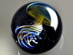 Artista japonés crea sorprendentes universos en pequeñas gotas de vidrio - Diario Registrado