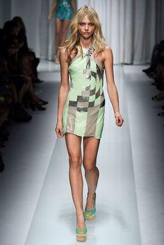Versace Spring 2010 Ready-to-Wear Fashion Show - Sasha Pivovarova