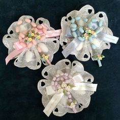These personalized Italian ribbon flowers are decorated with a cold porcelain rosary and a personalized satin bow. Communion Favors, Baptism Favors, Baptism Ideas, Towel Animals, Baptism Decorations, Baby Shower Party Favors, Baby Shower Princess, First Holy Communion, Lace Flowers