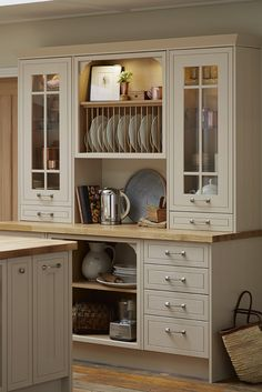A kitchen dresser with a plate rack is the perfect addition to your kitchen to complete the shaker style. Take a look at Howdens for design ideas and inspiration. Traditional Kitchen Cabinets, Vintage Kitchen Cabinets, Kitchen Dresser, Refacing Kitchen Cabinets, Kitchen Redo, New Kitchen, Kitchen Remodel, Plate Racks In Kitchen, Cabinet Plate Rack