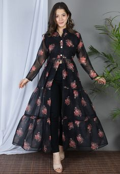 Pakistani Dresses Casual, Indian Gowns Dresses, Indian Fashion Dresses, Pakistani Dress Design, Indian Designer Outfits, Stylish Dresses For Girls, Stylish Dress Designs, Designs For Dresses, Dresses For Women