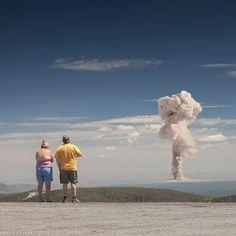 Aufrüttelnde Bildmontagen: Die Voyeure des Digitalzeitalters betrachten Atomtests