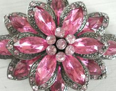 Beautiful Pink Brooch ☆ Love ☆ ❤♔Life, likes and style of Creole-Belle ♥ Pink Love, Pink Grey, Pretty In Pink, Hot Pink, I Believe In Pink, Pink Jewelry, Rhinestone Jewelry, Vintage Rhinestone, Crystal Jewelry