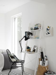 Home office / work space in the fabulous Finnish home of Maja / Musta Ovi. Small Home Office Desk, Small Home Offices, Corner Office, Desk Office, Workspace Inspiration, Interior Inspiration, Scandinavian Home, Office Interiors, Small Spaces