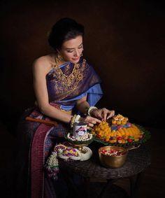 Best ideas for gifts baskets travel Traditional Thai Clothing, Traditional Fashion, Traditional Dresses, Thai Fashion, Girl Fashion, Khmer New Year, Best Gift Baskets, Basket Gift, Thai Wedding Dress