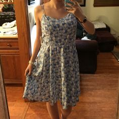 Floral Print Dress Adorable NWT floral dress  perfect for the upcoming Spring and Summer seasons. Old navy brand, size large but runs small. I am usually a small or medium. This fits a little big on me (see photo) Old Navy Dresses Midi