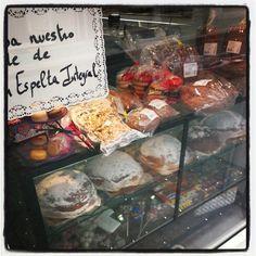 Ya estamos a Viernes y eso hay que celebrarlo #migaspanybolleria #alicantegram #Alicante #alicantephoto #alicantecity #meriendagolosa #cumpleaños #instagramers #instalike #instalicante #igersalicante #igers #instafriends #instamood #incostabrava #iphonepics #instadaily #instagood #love #panaderia #pan #photooftheday #tweegram #iphoneasia #me #picoftheday #pastel #tarta #cake #Benidorm #arte #pintura #exposición #vintage #tiamaria