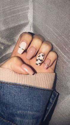 Nails for winter – dual color Stylish Nails, Trendy Nails, Leopard Print Nails, Paw Print Nails, Cheetah Nail Designs, Leopard Nail Art, Fire Nails, Best Acrylic Nails, Bling Nails