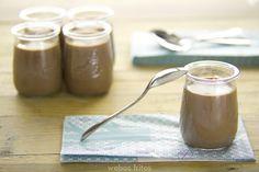 En pocos minutos podremos tener un postre de chocolate, sencillo y riquísimo.