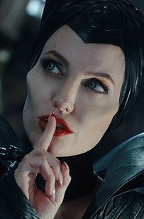 Shared by Find images and videos about Angelina Jolie, silence and maleficent on We Heart It - the app to get lost in what you love. Maleficent Makeup, Maleficent 2014, Maleficent Movie, Maleficent Halloween, Malificent, Angelina Jolie Maleficent, Brad And Angelina, Brad Pitt And Angelina Jolie, Disney Live