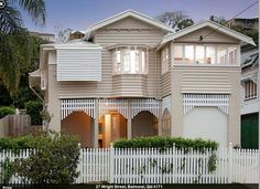 Pretty Queenslander style Australian Architecture, Australian Homes, Exterior Colors, Interior And Exterior, Weatherboard Exterior, Facade House, House Exteriors, Two Storey House, Queenslander