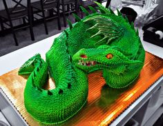 Green Dragon Cake by The-EvIl-Plankton.deviantart.  This is incredible!