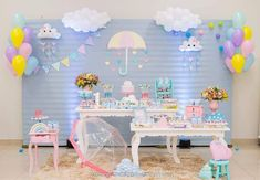 Bem vinda chuva lindaaa ,pra refrescar a alma de quem transborda amor ... #chuvadeamor #chuvadebencaos #temachuvadeamor… Rainbow Birthday, Rainbow Baby, Baby Birthday, 2nd Baby Showers, Baby Shower Parties, Raindrop Baby Shower, Cloud Party, Fiesta Baby Shower, Baby Shawer