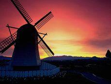 moinho de vento de holanda ao nascer do sol